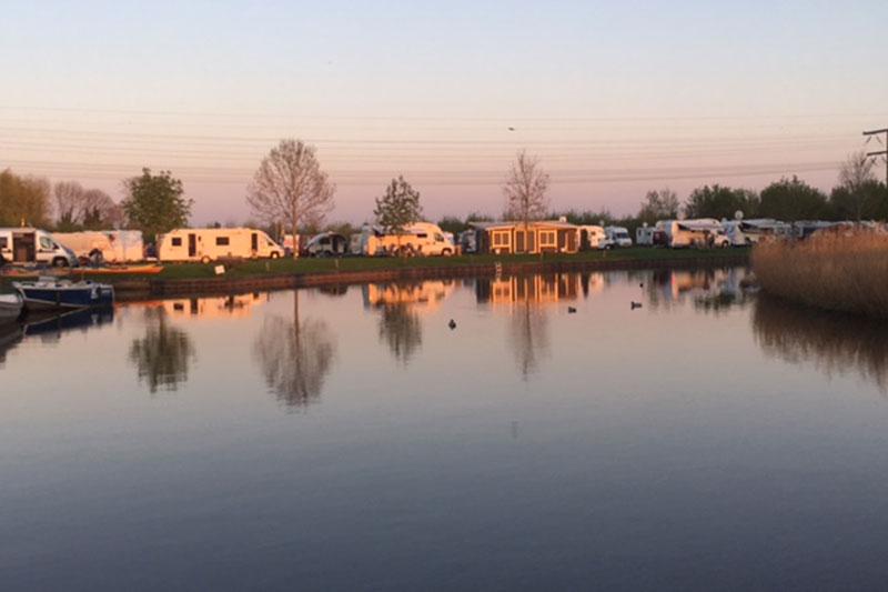 Kampeerplaats aan het water